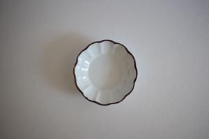 皓洋窯|白マット渕錆輪花豆鉢