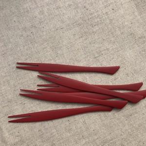 竹製フォークさかな 赤