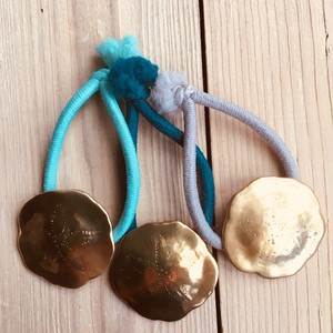 Sand dollar hair tie   Brass