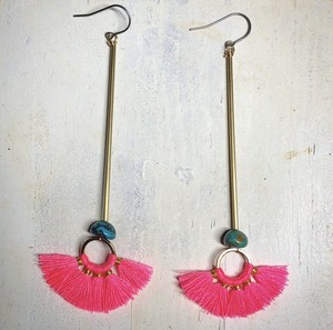 Broom brass pierced earring