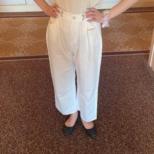 side hock white pants
