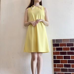 レモン色ワンピース