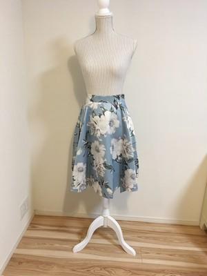 水色の花柄スカート