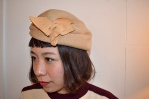 VINTAGE beige design headdress