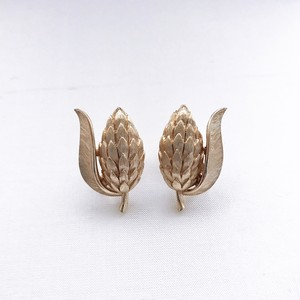 Trifari vintage earrings 808