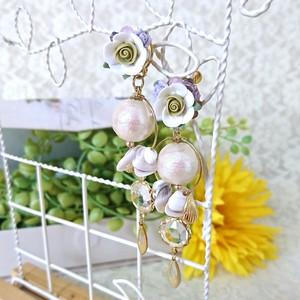 白薔薇とラベンダーの貴婦人シェルイヤリング