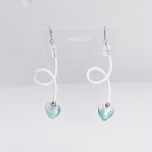 くねくねポップ Pierces / Earrings -frost white-