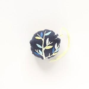 『木の枝ピンクッション』刺繍キット