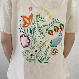 M~XLサイズ【アメリカ製古着】1970年代ヴィンテージ◆生成りに細かなお花の手刺繍◆トップス【中古】