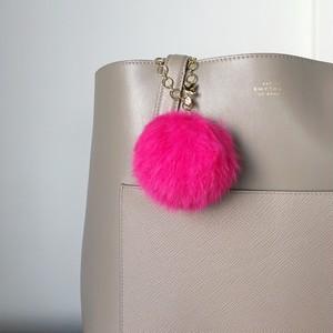 【バッグチャーム】ふわふわラビットファー&スワロフスキーを運ぶバードチャーム(ピンク)