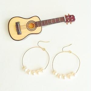 ギター弦のゴージャスパールピアス (Gold) Guitar strings big triangle pierces with pearls