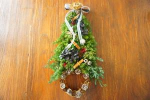 クリスマスツリーリースタペストリー