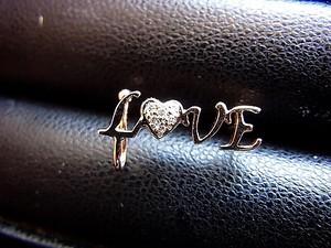 幸せいっぱい  LOVE ピアスカフ