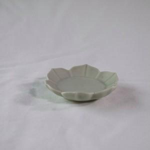 緑白磁 稜花豆皿 Ⅰ