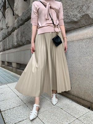 leather like pleats skirt / beige (即納)