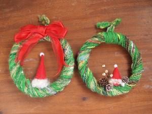 手紡ぎ糸のクリスマスリース