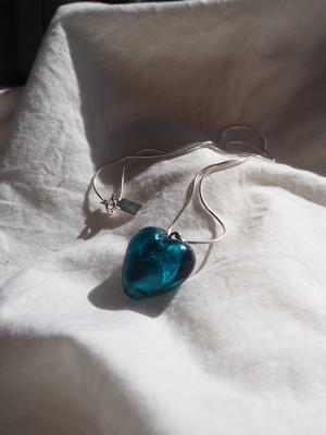 _necklace_blueglasheart__
