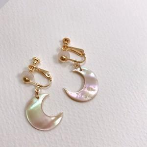 【y75】夜光貝イヤリング 月
