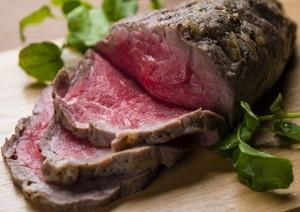 国産牛使用 赤身モモ肉のローストビーフ