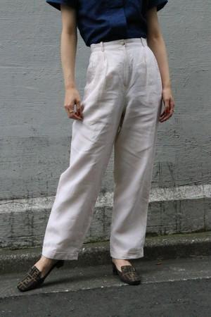White high-waist pants