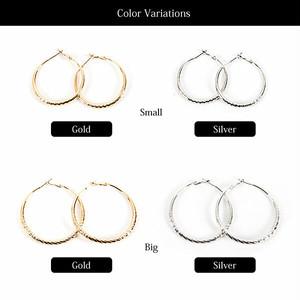 【ピアス】全2色2サイズ!!メタルフレームカットデザインフープピアスイヤリング
