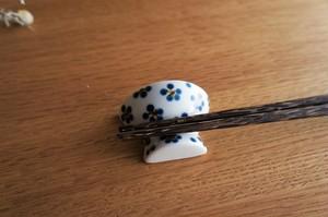 砥部焼/お茶碗型箸置き/青小紋