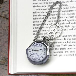 【即納】時計がま口ミニ 大きな歯車のバッグチャーム  アラビア数字銀時計 - 金星灯百貨店
