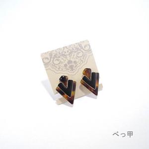 グロスエポシリーズ】Vデザインイヤリング べっ甲色