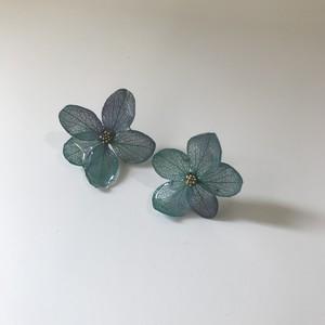 紫陽花ピアス チタン