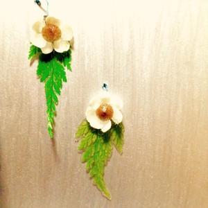 お花のピアス[クサバナシリーズ] rasen cova original