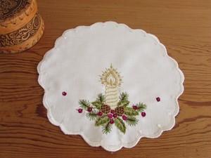 【小さなクリスマス★4】ホワイトキャンドルの刺繍 ドイリー /未使用 ヴィンテージ・ドイツ