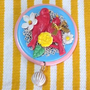 868 赤い小鳥とお花 帯飾りブローチ