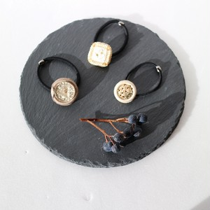 ヴィンテージプラパールとボタンのヘアゴム