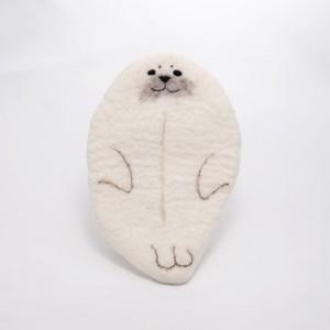 ふしぎのくにのものづくり工房 アザラシのポケットティッシュケース 白 【羊毛】20210521-02