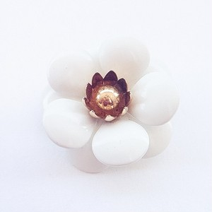 """SARAH COV"" white flower brooch[b-160]"