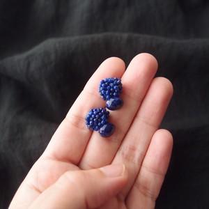 【天然石の刺繍ピアス】lapislazuli