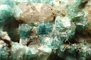 含銅ベスブ石 ves-0002