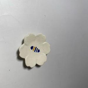 ラインドロップ花型豆皿(青) [ 6 x 1cm ] 【初秋の赤絵食卓】