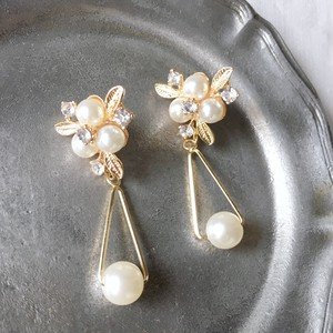 Gold pearl flower with triangle earrings