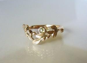 ローズカットダイヤと植物のK10の指輪