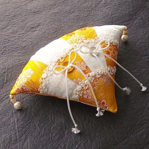 2色の市松柄の扇形和風リングピロー