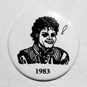 「MJ1983」缶バッジ