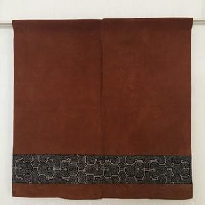 アマゾンの泥染め のれん-003 刺繍ラインの茶染め