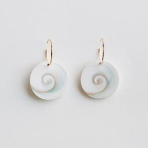 """""""Sazae"""" Shell hoop earrings"""
