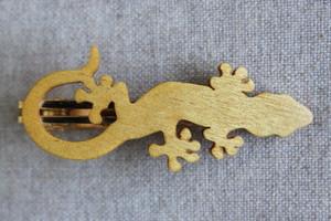木製ヤモリネクタイピン