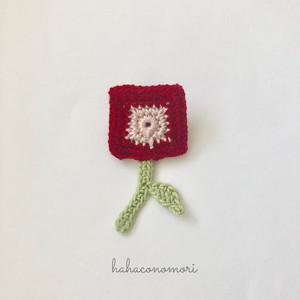 レース糸♡四角いお花のブローチ 赤