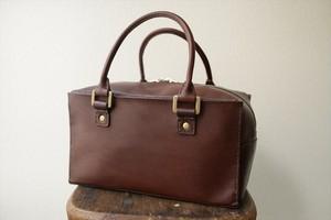 手縫いのイタリア革のハンドバッグ