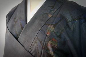 未使用 本場大島紬 証紙付 純泥染 手織り 泥藍 058