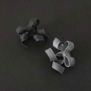 泥染/煤染/変形リボン片耳用ピアスイヤリング/E-4_DR