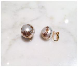 南洋真珠に金蒔絵の薔薇模様のイヤリング